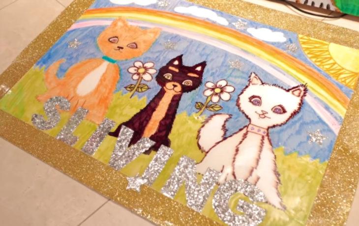 Paris Hilton pintando; pintura de gatos