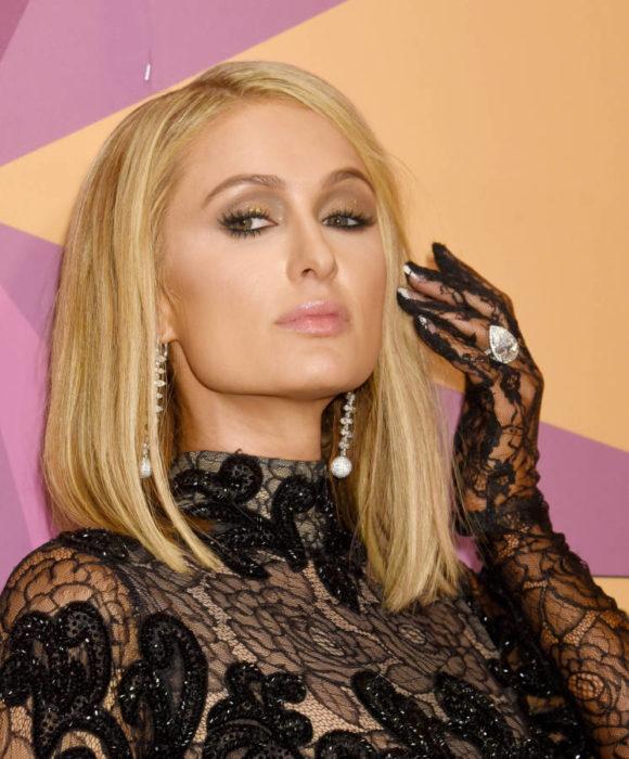 Paris Hilton usando outfit de encaje