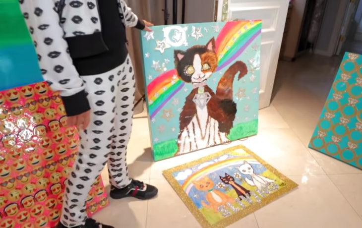 Paris Hilton pintando; pintura de gato