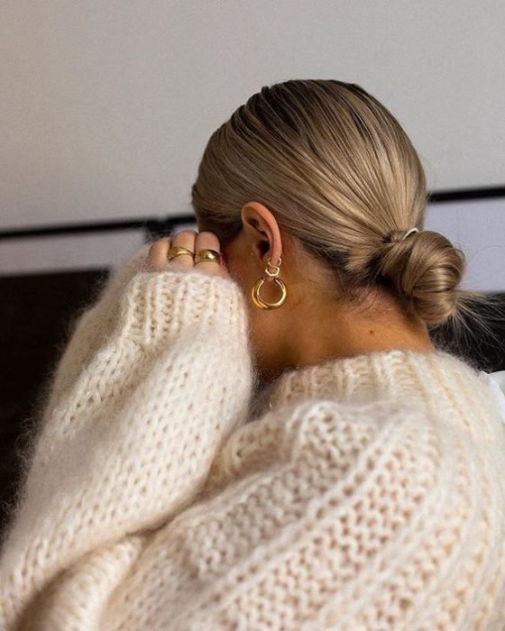 Blonde girl with a well-polished low cut
