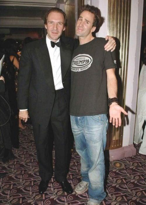 Ralph y Joseph Fiennes posando para la foto