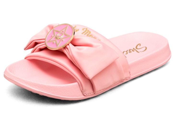 Skechers lanza línea de sandalias y ropa de Sailor Moon; zapatos rosas de Serena Tsukino