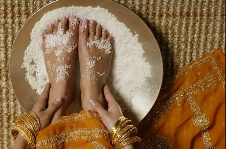 Exfoliante de pies de sal con aceite