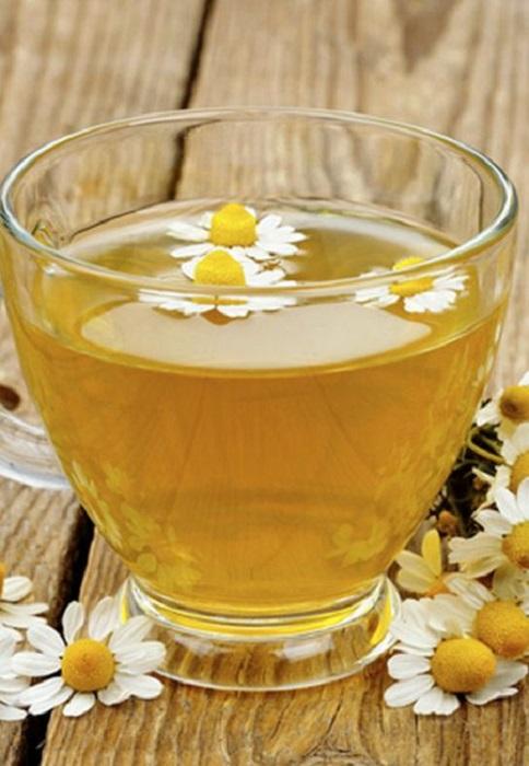 Té de manzanilla y flores de manzanilla