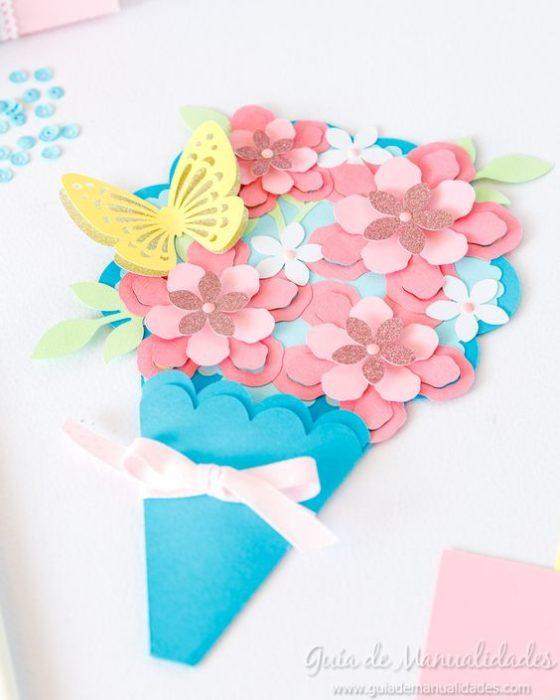 Tarjeta para el Día de las Madres en forma de ramo de flores
