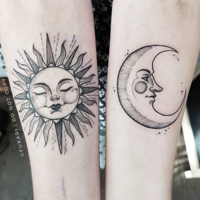 Tatuajes temporales; sol y luna con rostros en el brazo