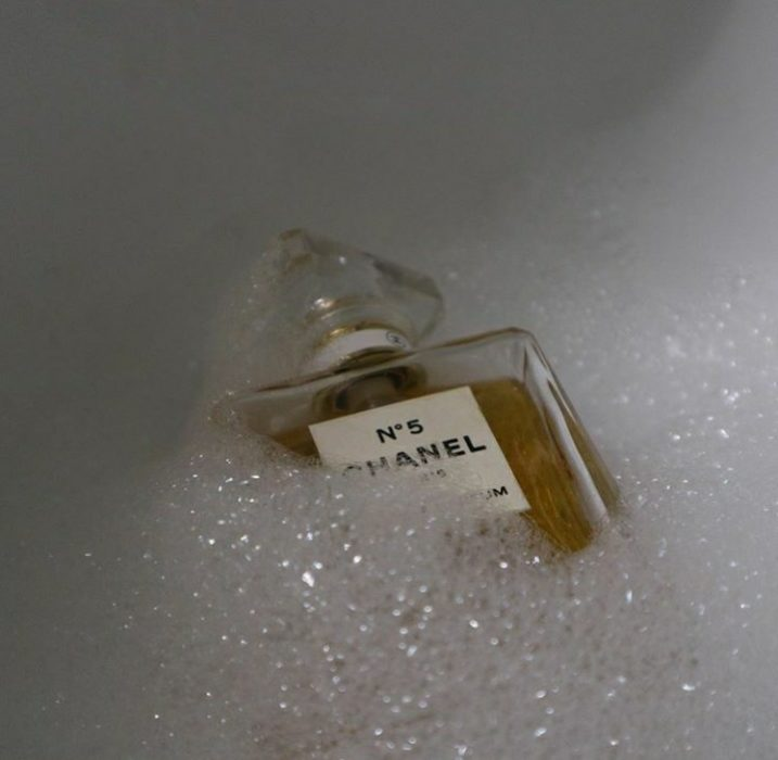 Perfume Chanel en espuma de jabón