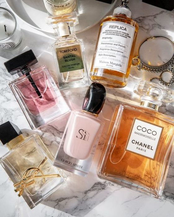 Frascos de perfume para mujer con olores sutiles