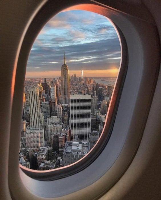 Vista de NYC desde la ventanilla de un avión