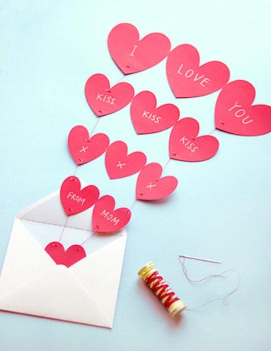 Tarjeta del Dís de las Madres con corazones en forma de globos