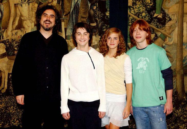 De izquierda a derecha: Alfonso Cuarón, Daniel, Radcliffe, Emma Watson y Rupert Grint durante las filmaciones de 'Harry Potter y el prisionero de Azkabán'