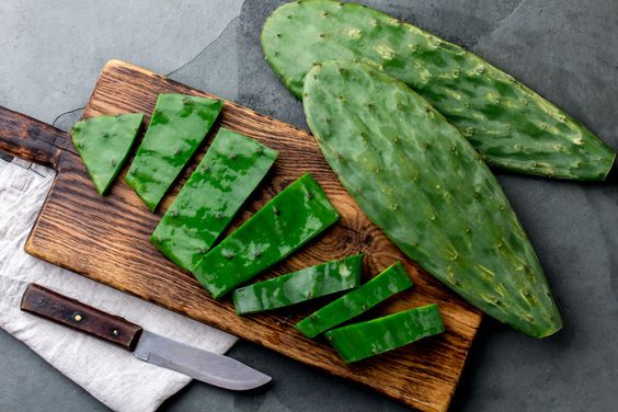 Table with nopal leaves in pieces