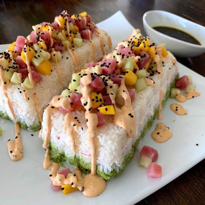 Foto para instagram de pastel de sushi