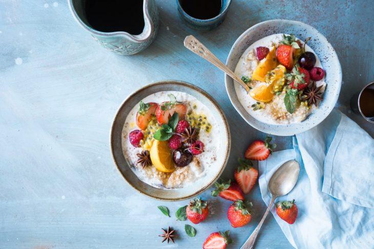 Bowls de yogur y fruta