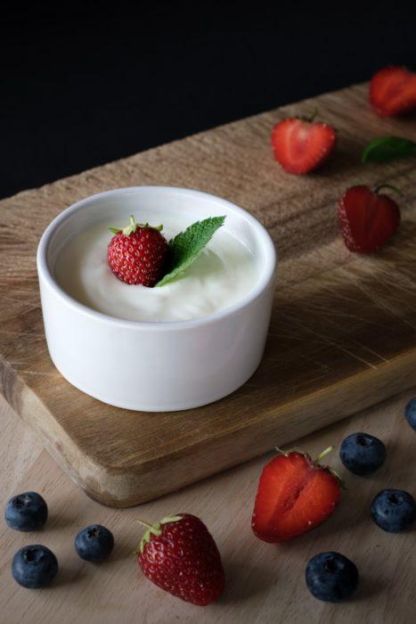 Yogur natural con fresas