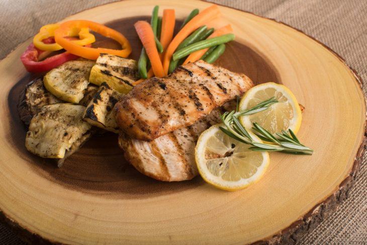 Pollo a la plancha con vegetales