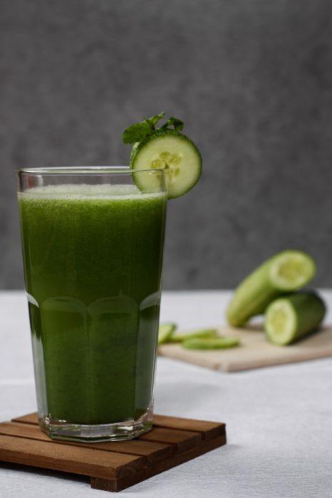 Vaso con jugo verde