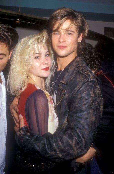 Brad Pitt y Christima Applegate abarzados