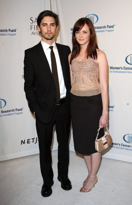 Milo Ventimiglia y Alexis Bledel en una alfombra roja