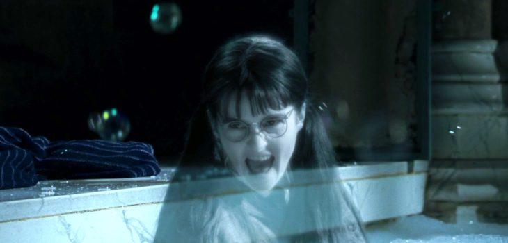 Myrtle la llorona en los baños de prefectos