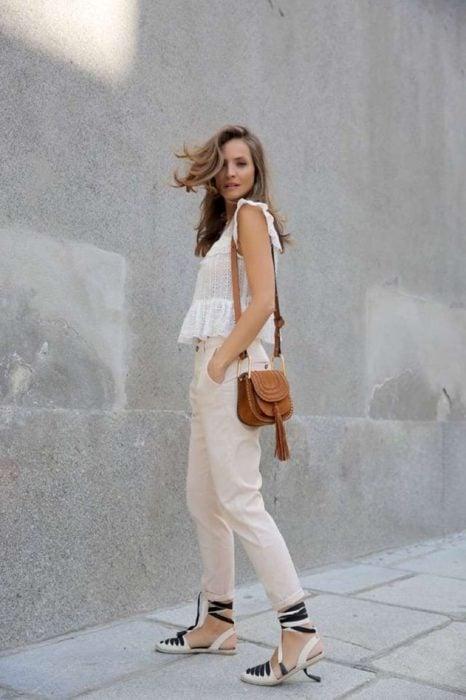 Outfit con alpargatas pantalón capri