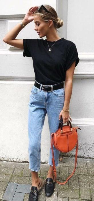 Blusa color negro básica