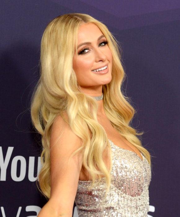 Famosas que no han cambiado su estilo de cabello; Paris Hilton