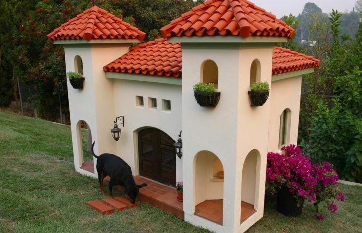 Casa de perros que le pertenece a Rachel Hunter
