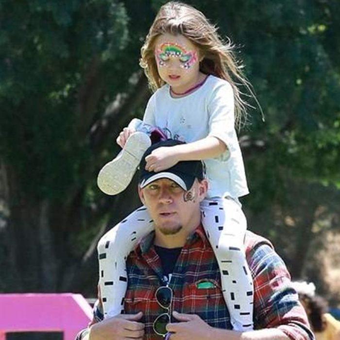 Channing Tatum cargando a su hija