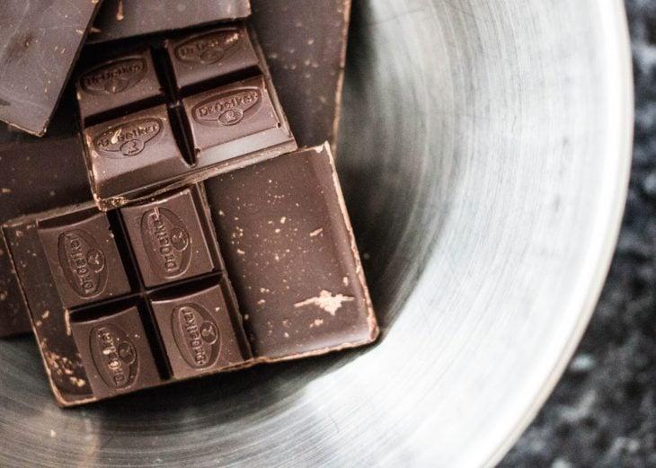 tabletas de chocolate oscuro
