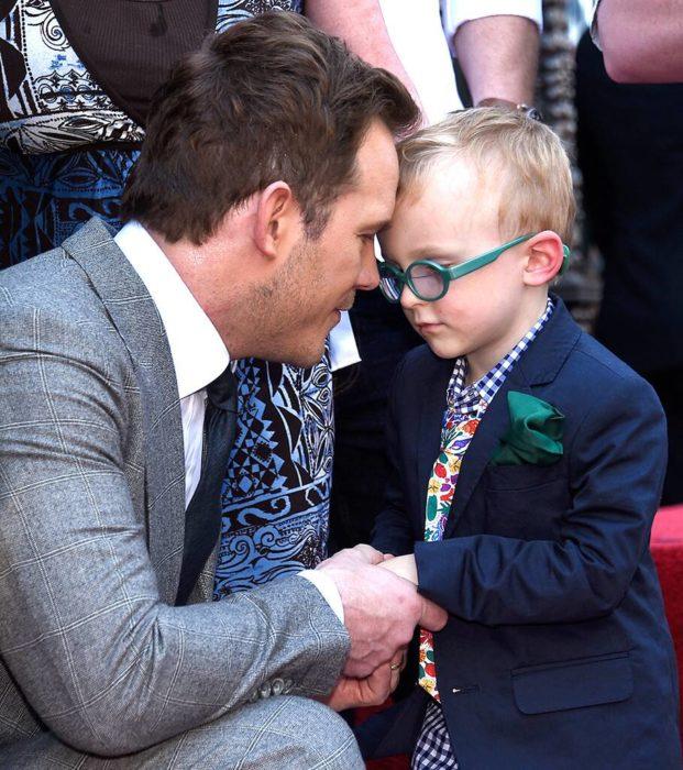 Chris Pratt con su pequeño hijo