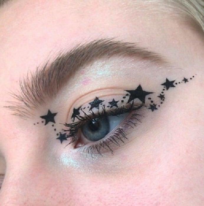 Maquillaje galáctico con tonalidad en negro