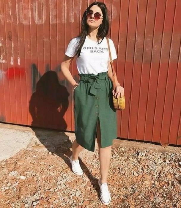 Falda veraniega a la rodilla color verde con cintillo