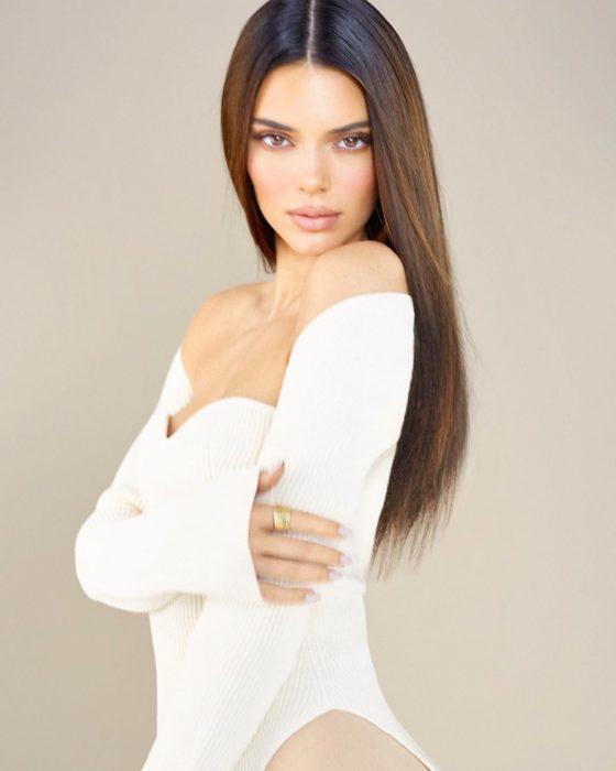 Kendall Jennerdurante la sesión de fotos para la colección de maquillaje que hizo para su hermana Kylie