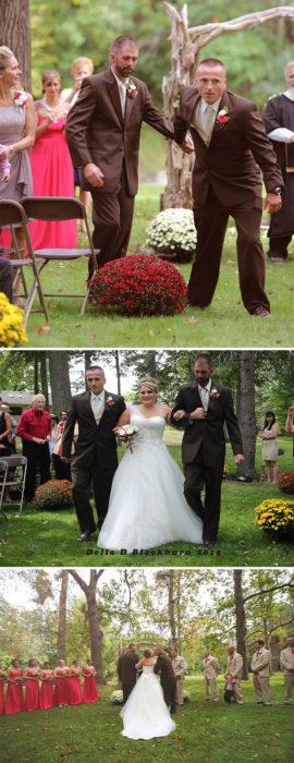 Papá y padrastro de una novia caminando con ella hacia el altar