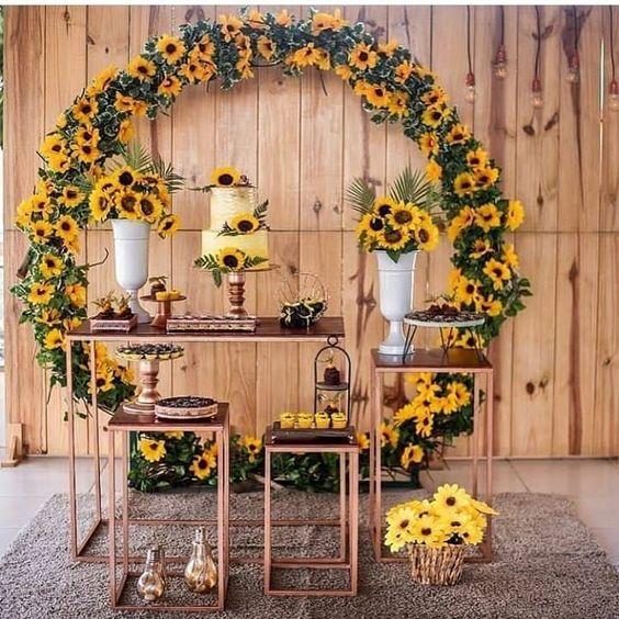 Mesa de bodas con girasoles