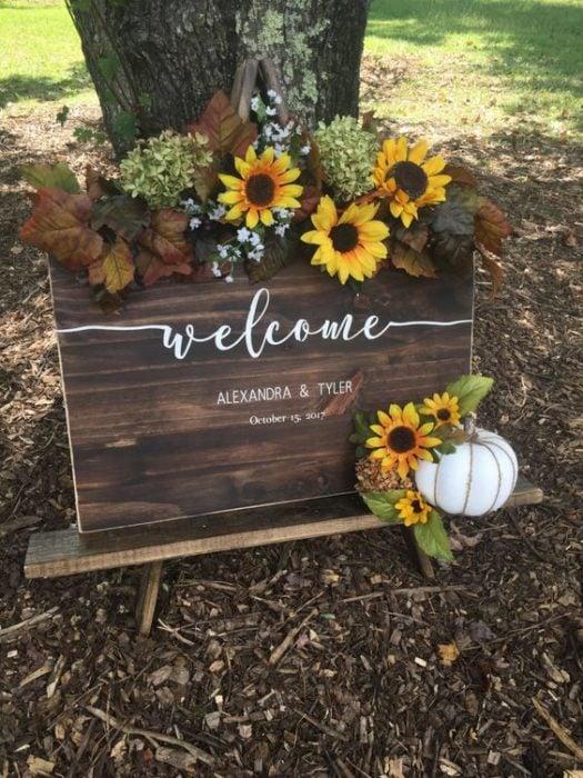 Letrero de boda de bienvenida con girasoles