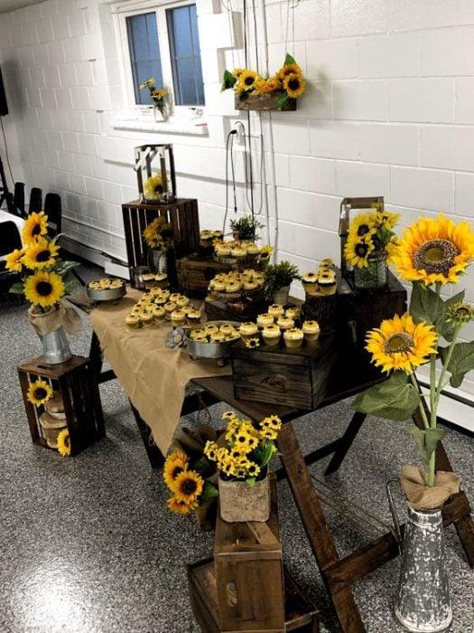 Mesa de dulces para boda con girasoles