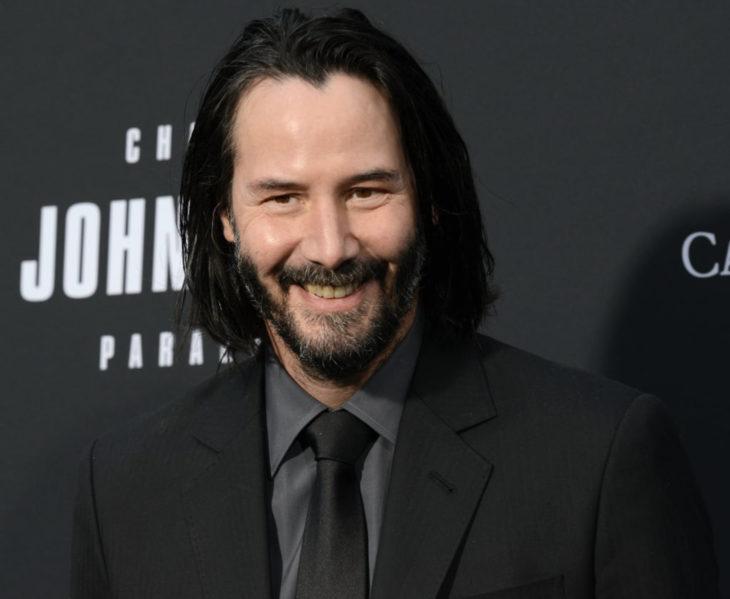 Keanu Reeves subasta cita vía Zoom