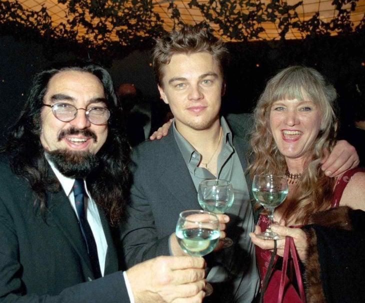 Leonardo DiCaprio junto a sus papás
