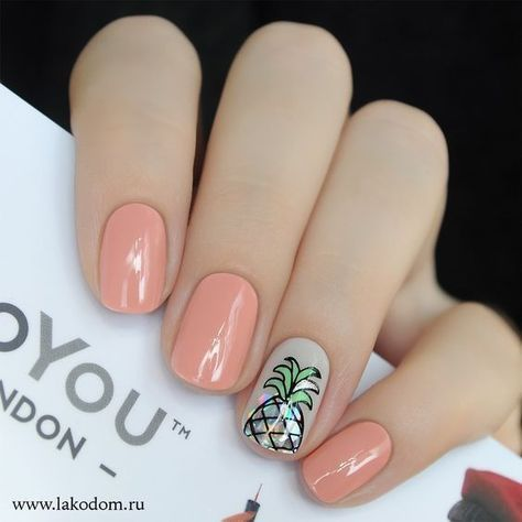 Pastel pink manicure with a flesh-colored nail decorated with chromatic pineapple
