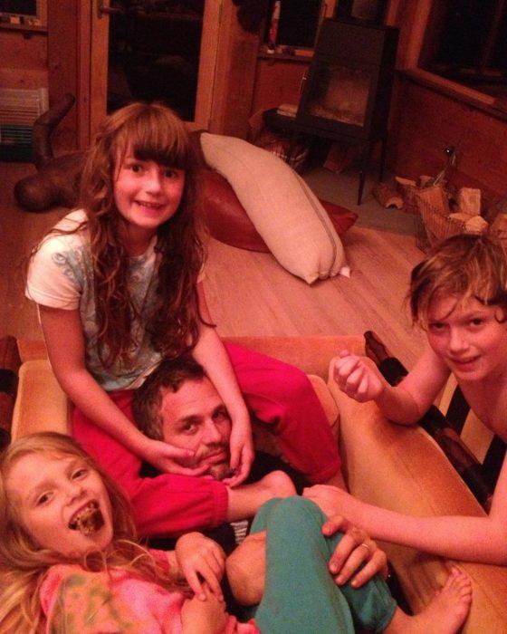 Mark Ruffalo con sus hijos