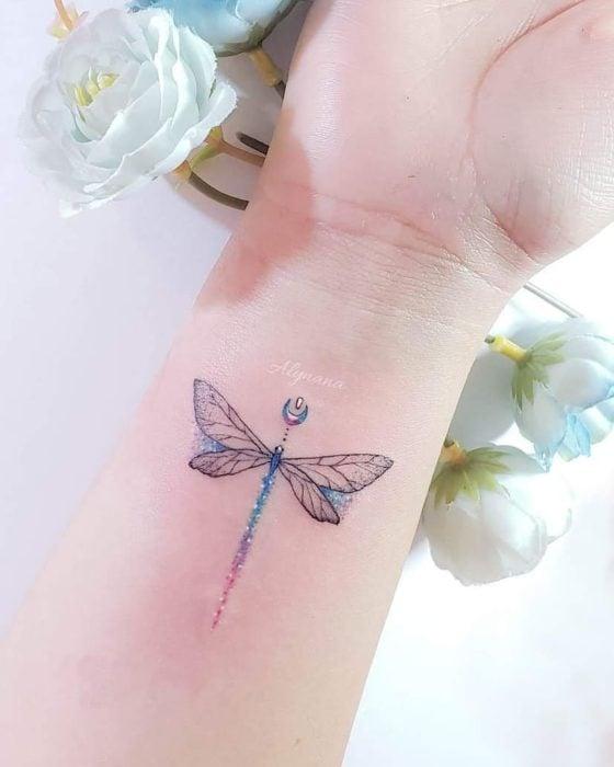 Mini tatuaje de libelula