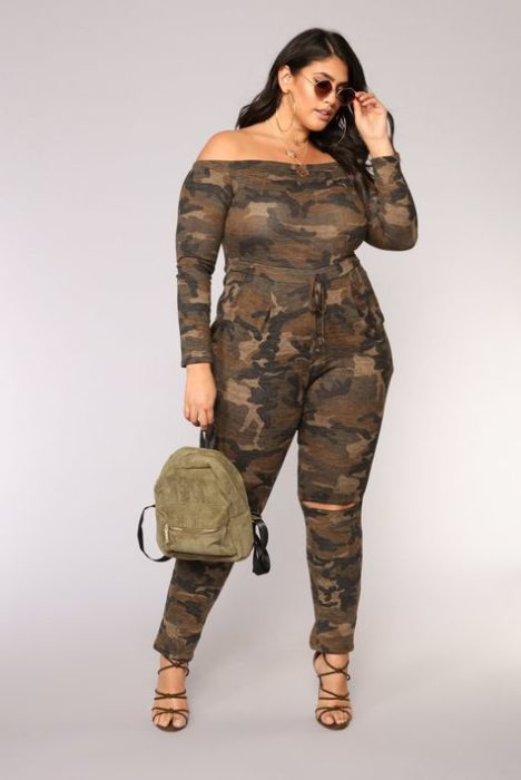 Plus size girl wearing a brown palazzo with military print