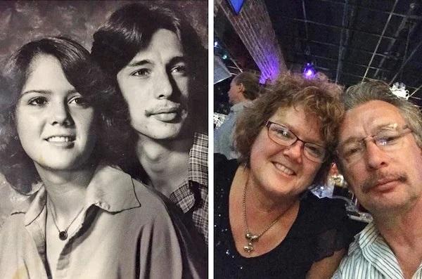 Pareja de esposos replicando una foto de la juventud con cabello hasta el hombro, ondulado y ropa vintage