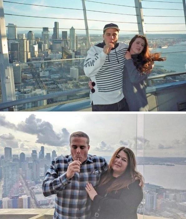 Pareja de novios sobre un puente posando para una foto abrazados, mientras usan sudaderas de cuadros y en tonos azul