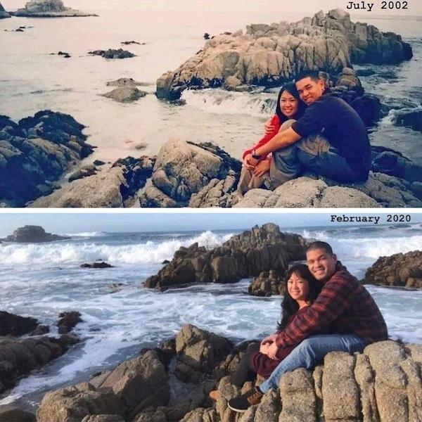 Pareja de novios abrazados, sentados sobre unas rocas a la orilla del mar