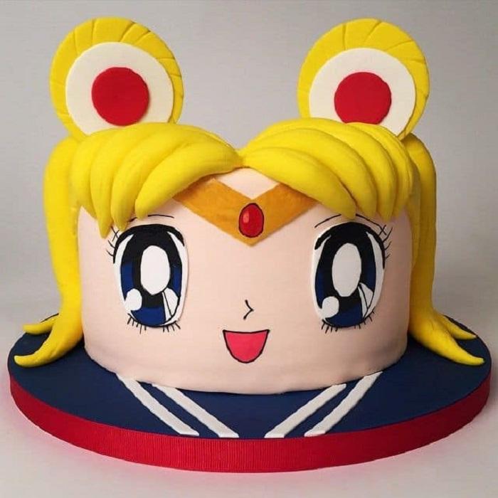 Pastel de Sailor Moon estilo fondant, con el rostro de Serena en el