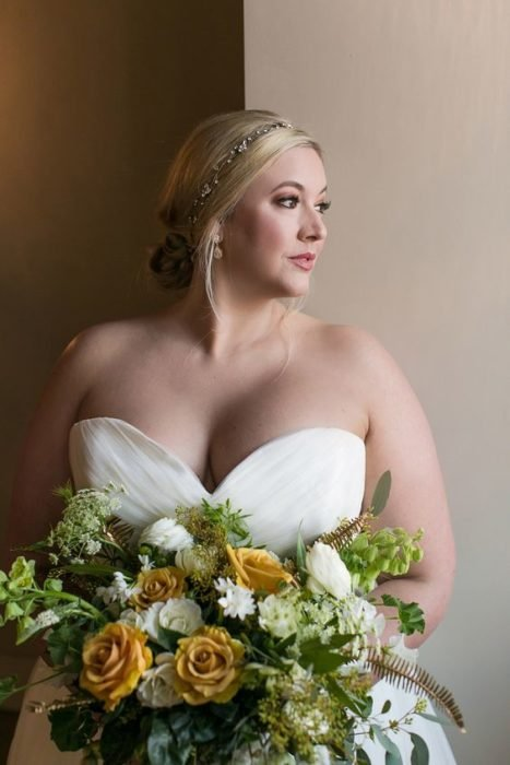 Loose bridal updo with side headdress
