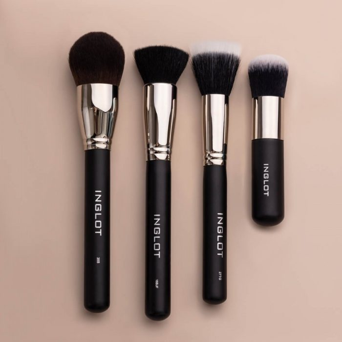 compact powder brushes